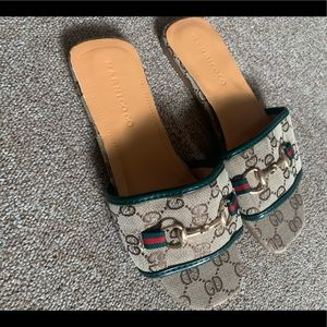 Summer sandals in the style of Gucci - never worn